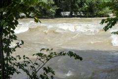 Hochwasser - Die wilde Isar. Foto Hannelore Pierer