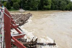 Hochwasser - Thalkirchner Brücke. Foto Uwe KrögerH