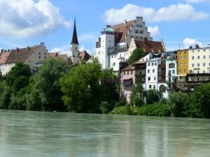 Burganlage vom südlichen Ufer aus
