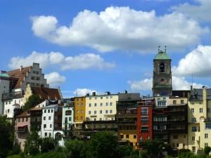 Fassaden am Inn mit Turm der Pfarrkirche St. Jakob