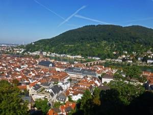 Blick vom Schloss Heidelberg auf die Altstadt mit der Heiliggeistkirche und der Alten Neckar-Brücke