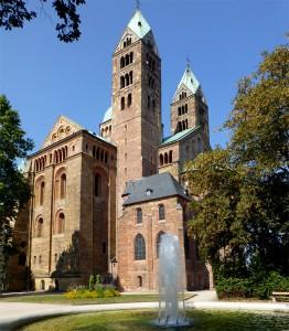 Der Speyerer Dom ist die weltweit größte noch erhaltene romanische Kirche und zählt seit 1981 zum UNESCO-Weltkulturerbe