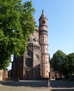 Der Wormser Dom, auf dem höchsten Punkt der Innenstadt gelegen, ist das bedeutendste Bauwerk der Wormser Romanik