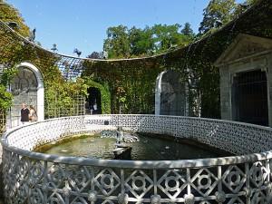 """""""Wasserspeiende Vögel"""" ist einer der vielen schönen Brunnen und Wasserspiele im Schlosspark"""