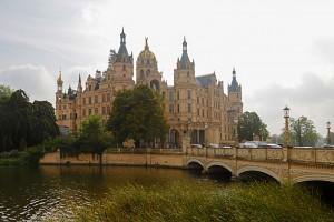 Das auf einer Insel im Schweriner See gelegene Schweriner Schloss