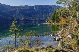 Der See verdankt seine Entstehung einem Felssturz vor rund 3700 Jahren